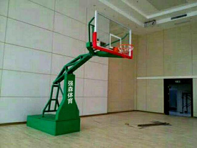 强森体育手动液压篮球架报价